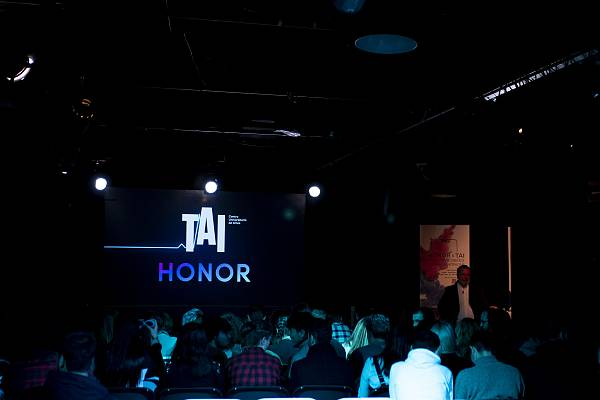 HONOR 8X Poster Exhibition